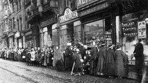 Food queue in WW1 Reading